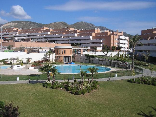 Piso en torremolinos rosso inmobiliaria for Suelo piscina carrefour